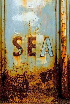Just love the rust, texture and color. Rust Never Sleeps, Rust In Peace, Peeling Paint, Rusty Metal, Foto Art, Am Meer, Abandoned Buildings, Texture, Belle Photo