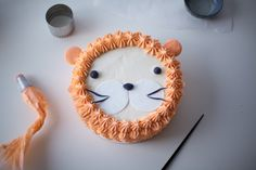 """I Am, Lion Hear Me Roar!"" DIY Lion Cake. This is such a sweet, simple design - but it would be fine for an adult. I may have to make it for my husband."