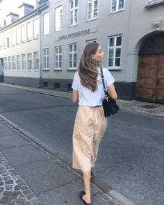 Ideas How To Look Pretty Outfits Simple For 2019 Pretty Outfits, Cute Outfits, Look 2018, Moda Casual, Parisian Chic, Mode Inspiration, Minimalist Fashion, How To Look Pretty, Spring Summer Fashion