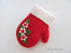 Felt Mitten Pin ~ My Mamaw used to make this!Felt Mitten Pin by Beedeebabee on Etsy. Measures 2 long and just undercute idea for a pretty mitten felt ornamentFelt Mitten, sold as a pin, idea would also work as cookie decorationmitten felt ornament -m Felt Christmas Decorations, Felt Christmas Ornaments, Christmas Tree, Christmas Sewing, Handmade Christmas, Christmas Projects, Holiday Crafts, Felt Projects, Theme Noel