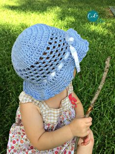 61298b8b Crochet your toddler a sun hat in lightweight and washable cotton yarn!  Perfect for summer's day at the park. Free crochet hat pattern.