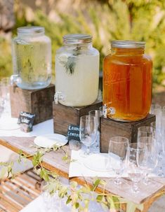 A lovely rustic Sonoma wedding with a whimsical coral and navy blue palette. Lovely idea for drinks at an outdoor wedding reception. Rustic Backyard, Wedding Backyard, Outdoor Wedding Foods, Backyard Ideas, Bar Drinks, Drink Bar, Drink Stand, Alcoholic Drinks, Beverages