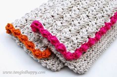 Anthropologie Inspired Summer Clutch {Free Crochet Pattern} The bright bold boarder on a neutral base just seems to scream summer!