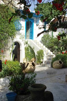 Quiet sunny day on Sidi Bou Said streets, Tunisia, Africa (by guido camici). Sidi Bou Said, Spanish Style Homes, Spanish Colonial, Spanish Revival, Beautiful World, Beautiful Homes, Beautiful Places, Casa Patio, Belle Photo