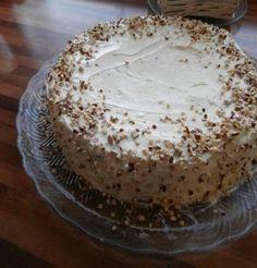 Mehevä porkkanakakku on viikonlopun ykkösleivonnainen. Baking Recipes, Cake Recipes, Sweet Bakery, Just Eat It, Sweet And Salty, Mellow Yellow, Desert Recipes, Let Them Eat Cake, Yummy Cakes