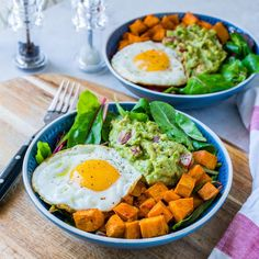 Own eat guacamole, egg + sweet potato breakfast bowls! – Love at first sight for food Sweet Potato Breakfast, Breakfast Potatoes, Breakfast Bowls, Breakfast Recipes, Power Breakfast, Mexican Breakfast, Breakfast Sandwiches, Breakfast Pizza, Clean Eating Breakfast