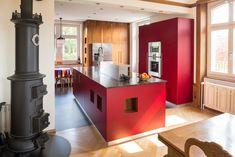 Wünschen Sie sich eine neue Küche? Sie kennen Ihre Bedürfnisse - Wir die Möglichkeiten zur Umsetzung. Sie haben Ideen, Vorstellungen, Wünsche - wir schaffen diese mit Ihnen zusammen aus. Nehmen Sie mit uns Kontakt auf- unsere Stärke: alles aus einer Hand. #schreinereilohrer #küchenbauer #massivholzküchen #kücheneinrichtungen #küchen #kochinsel #kitchen #kitchendesign #carpenter #woodworker Kitchen Island, Modern, Design, House, Home Decor, Ideas, Food, Wood Workshop, New Furniture