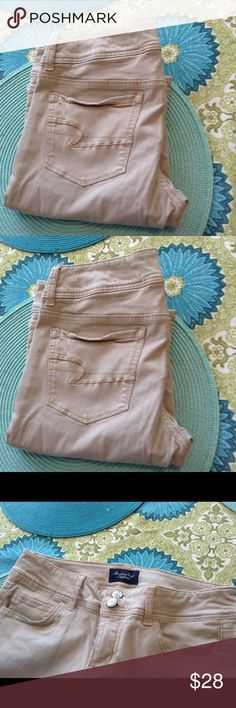 NWOT AE Outfitter s Super stretch khakis NWOT American Eagle Outfitters  Khaki Size 4 (Regular  76b80493c1e6