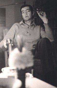 Julio Cortazar, por Sara Facio, Eugene Richards, Helen Levitt, Shakespeare And Company, Robert Frank, Vivian Maier, Writers And Poets, Beautiful Mind, Movie Quotes, Book Worms