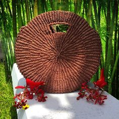 Circolare Mahogany Tan Abaca Bag Peso Diameter - 13 inches Thickness - 4 inches Hole for handle - 6 inches Modern Fashion, Boho Fashion, Tan Bag, Round Bag, Basket Bag, How To Make Handbags, Color Patterns, Pure Products, Philippines