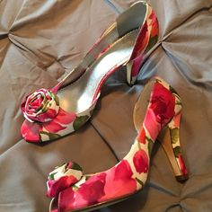 Peep toe pumps! Adorable rose patterned heels with front rosette. Excellent condition- worn twice. David's Bridal Shoes Heels