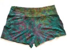 Batikk hipster shorts | Alternativ nettbutikk med organiske smykker og klær… Patterned Shorts, Casual Shorts, Hipster, Women, Fashion, Alternative, Moda, Printed Shorts, Hipsters