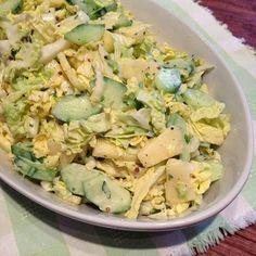 Rezept: Chinakohlsalat mit Gurke, Ananas und Schmand-Senf-Dressing