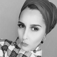 Dina tokio Dina Tokio, Arab Women, Turban Style, Mode Hijab, Scarf Styles, Hijab Fashion, Your Hair, Headscarves, Classy Fashion