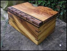 Box with continuous grain around the sides, a wooden hinge, and a live edge front to the top.  Beautiful!