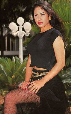 Fashion Diva: 31 Days of Selena Day 16