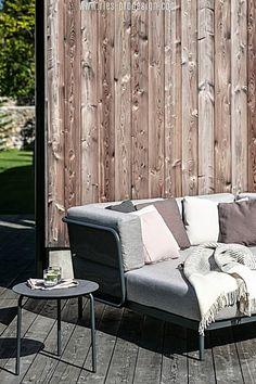 Wir haben die richtigen Gartenmöbel zum Chillen für Dich.    Klicke zum Kontakt    #gartenmoebel, #gartenmoebelgarnitur,  #RiesProDesign Outdoor Sofa, Outdoor Furniture Sets, Outdoor Decor, Lounge Design, Modular Sofa, Sectional Sofa, Home Decor, Garden Furniture Design, Patio Tables