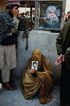 Simple Act of Waiting | Steve McCurry - Kabul, Afghanistan