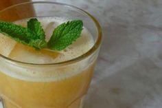 Rico y saludable jugo de piña con pepino