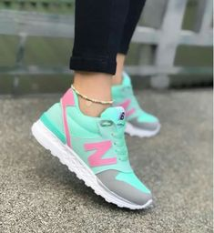 Sneakers outfit white new balance 42 ideas for 2019 Cute Sneakers, Girls Sneakers, Best Sneakers, Casual Sneakers, Sneakers Fashion, Fashion Shoes, Shoes Sneakers, Baskets, Unique Shoes