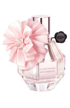 My favourite perfume.need to find this bottle it's too cute xXx Viktor & Rolf Flowerbomb Eau de Parfum Spray, Holiday Limited Edition fl. Perfume And Cologne, Best Perfume, Perfume Bottles, Lanvin Couture, Beautiful Perfume, Fragrance Parfum, Flowerbomb Perfume, Viktor Rolf, Perfume Collection