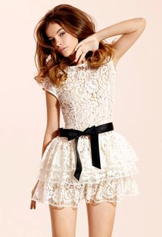 Love love love the top of this dress. If this went to just past my knees.... And had a dusty pink or orange bow. Sigh...