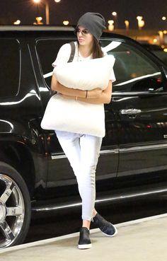 23 August 2014. Kendall and ×Kylie Jenner arriving at LAX. #kardashian #kardashians #jenner #paparazzi #kim #kourtney #khloe #kris #kendall #kylie #bruce #rob #kanye #west #scoot #disick #mason #penelope
