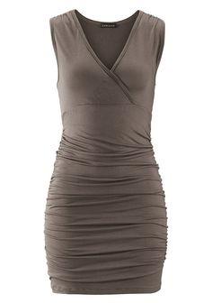 Schöner Style mit V-Ausschnitt und seitlichen Raffungen. Länge ca. 68 cm.  Aus 95% Viskose, 5% Elasthan....