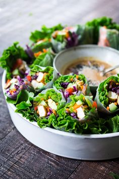 How to make fresh Spring Rolls with BEST EVER Peanut Sauce! These vegan spring rolls can made ahead and stored for healthy lunches or potlucks and gatherings. Vegan Lunch Recipes, Delicious Vegan Recipes, Clean Eating Recipes, Healthy Recipes, Tasty Meals, Vegan Snacks, Vegan Meals, Healthy Foods, Yummy Food