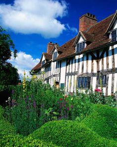 Síguenos al lugar donde nació Shakespeare en el IV centenario de su muerte. Además Stratford-upon-Avon es uno de los pueblos más bonitos de #Inglaterra. #viajes #diadellibro