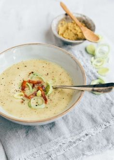 Groninger mustard soup with bacon - From Pauline& Keuken - Delicious and easy recipe for Groningen mustard soup with bacon. Soup Recipes, Vegetarian Recipes, Dinner Recipes, Healthy Recipes, Good Food, Yummy Food, Breakfast Recipes, Food And Drink, Easy Meals