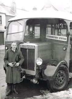 I hope these pictures bring back memories of those old fashioned leviathans that used to ply our streets. Familiar sights and sounds now replaced by the buses of a modern age. Road Transport, London Transport, Public Transport, Blue Bus, Red Bus, Classic Trucks, Classic Cars, Automobile, Photo Dream