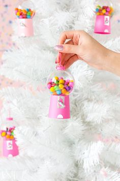 🌟Tante S!fr@ loves this📌🌟 DIY Gumball Machine Ornaments Candy Land Christmas, Merry Christmas, Winter Christmas, Christmas Holidays, Christmas Ornaments, Diy Ornaments, Holiday Crafts, Holiday Fun, Diy Gumball Machine