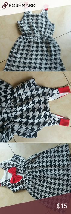 Dress Flowy . Opened back with red bow. Like new. Great condition. Everly Dresses Midi