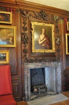 Ancestors everywhere  (Hampton Court)