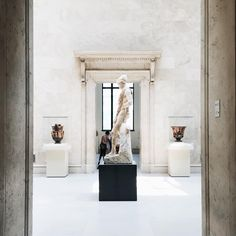 👌 free AC + world cultural heritage, come on down. Museum Photography, New York Photography, Mark Of The Lion, Medici Masters Of Florence, The Secret History, Metropolitan Museum, Art And Architecture, New Art, Art Museum