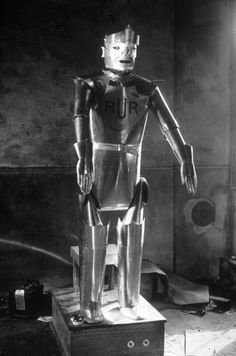 Early robots could smoke cigarettes, pour tea.and shoot guns Harlem Renaissance, New Objectivity, Diana Dors, Image C, Magic Realism, Shake Hands, Art Deco, Retro Futurism, Cubism