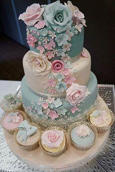 Tartas de Boda - Wedding Cake - Blue and pink wedding cake Beautiful Wedding Cakes, Gorgeous Cakes, Pretty Cakes, Amazing Cakes, Wedding Cakes With Cupcakes, Cupcake Cakes, Shoe Cakes, Elegant Cakes, Occasion Cakes