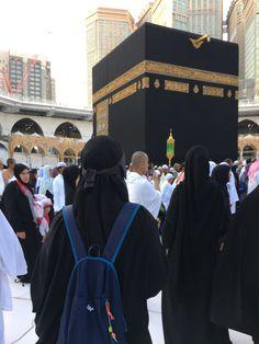 Mecca Wallpaper, Islamic Wallpaper, Hijabi Girl, Girl Hijab, Muslim Girls, Muslim Women, Mecca Kaaba, Best Islamic Quotes, Beautiful Mosques