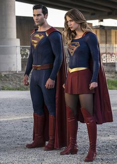 Cool Superman, still hate this incarnation of Supergirl (Supidgirl). Plus there is no way in hell Supergirl is stronger than Superman. Supergirl Season, Supergirl Superman, Supergirl And Flash, Supergirl 2015, Supergirl Series, Melissa Supergirl, Tyler Hoechlin, Katie Mcgrath, Clark Kent