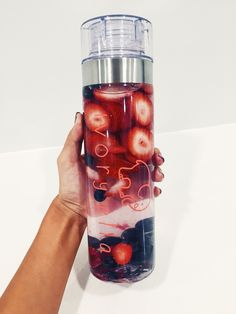 of liquid BPA Free Twist off cap Made with Tritan & Silicone Stay hydrated and know you helped save the elephants wi Detox Drinks, Healthy Drinks, Healthy Snacks, Healthy Eating, Healthy Recipes, Jugo Natural, Cute Water Bottles, Fruit Infused Water, Cakepops