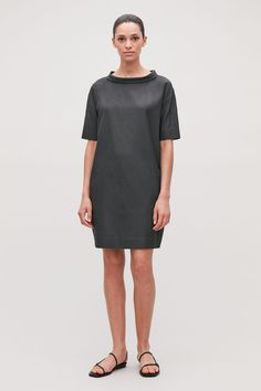 A classic style, this short-sleeved dress is made from a light, draped cotton blend. Cut for a relaxed fit with dropped shoulders, it has a shaped centre-back seam and discreet side pockets. Charcoal Dress, Charcoal Color, Gray Dress, Wardrobe Sale, Monochrom, Shirt Sale, Draped Dress, Office Fashion, Collar Dress