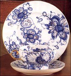 Singing Garden, Lomonosov Porcelain Blue And White China, Blue China, Porcelain Dinnerware, Porcelain Ceramics, White Tea Cups, White Dishes, Japanese Porcelain, Blue Plates, White Decor