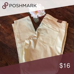 NWT!!! Spring color yellow jeans Yellow colored pants. NEW! Forever 21 Pants Skinny