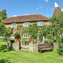 The Oast House, Battle, East Sussex, converted into a great self catering holiday cottage. See details on StaySouthEast ... http://www.staysoutheast.com/sse/index.php?id=907#page=page-1