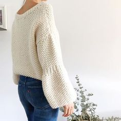 ¿Te atreves a tejer un jersey en punto arroz? | SANTA PAZIENZIA Knitting Terms, Hand Knitting, Knitwear Fashion, Knit Fashion, Knitting Designs, Knitting Patterns, Street Outfit, Diy Clothes, Knit Crochet