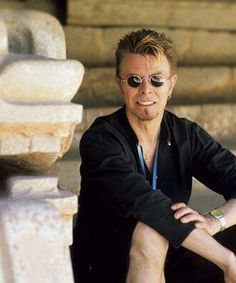 David Bowie at 'The Pyramid of the Sun' archaeological site of Teotihuacan, October 1997. Photograph: © Fernando Aceves.