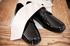 Groom shoes and tie