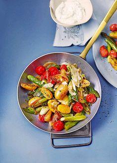 Gebratener grüner Spargel mit Kirschtomaten und Kartöffelchen, ein schönes Rezept aus der Kategorie INFORM-Empfehlung. Bewertungen: 164. Durchschnitt: Ø 4,5.
