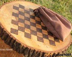 Rustic Log Checker Game Set 26 rustic checker by FunnyFarmToyBarn, (Diy Cutting Board Tree) Wood Burning Crafts, Wood Burning Patterns, Wood Burning Art, Wood Burning Projects, Easy Woodworking Projects, Wood Projects, Craft Projects, Into The Woods, Wooden Crafts